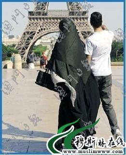 戴纱巾的法国穆斯林.萨利赫摄-600万法国穆斯林迎来伊历1431年莱麦图片