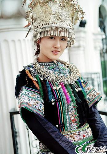 侗族妇女擅长的工艺,她们有服饰上刺绣各种图案花纹