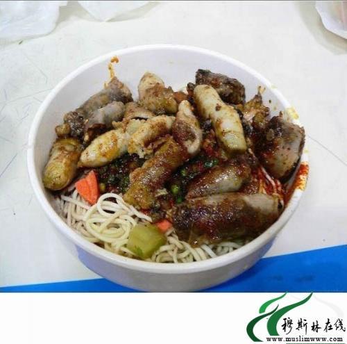 羊肠面是青海省省会西宁地区常见的一种风味小吃.