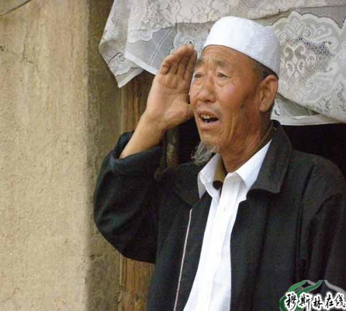 回族老人寿数长 晨起礼拜喝茶汤