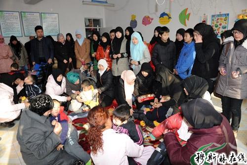 西宁新华外国语学校慰问儿童福利院孤残儿童