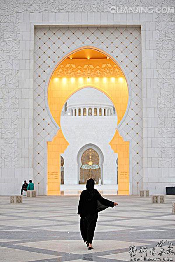 阿拉伯女性的背影