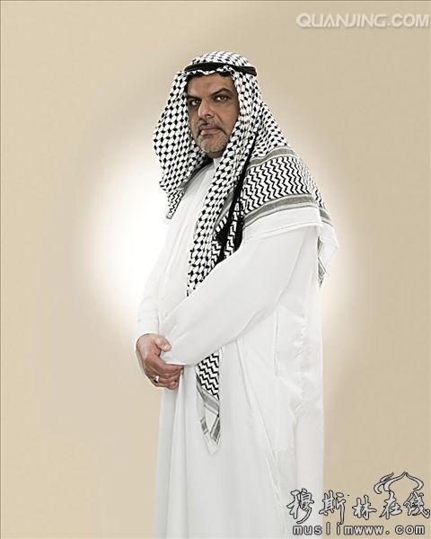 阿拉伯人穿白色長袍,戴頭巾的原因是a.很潔凈b.比較亮圖片