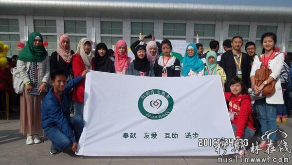 国际清食展上的大学生志愿者