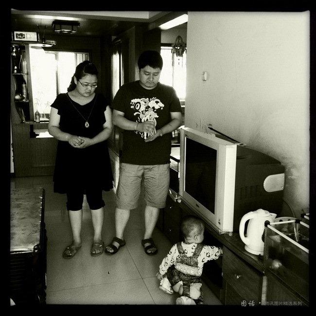 今年24岁的研二学生李雨龙与中学同学在研究生期间结婚生子,租住在校外的房子里,妻子今年毕业,但目前工作还没有着落