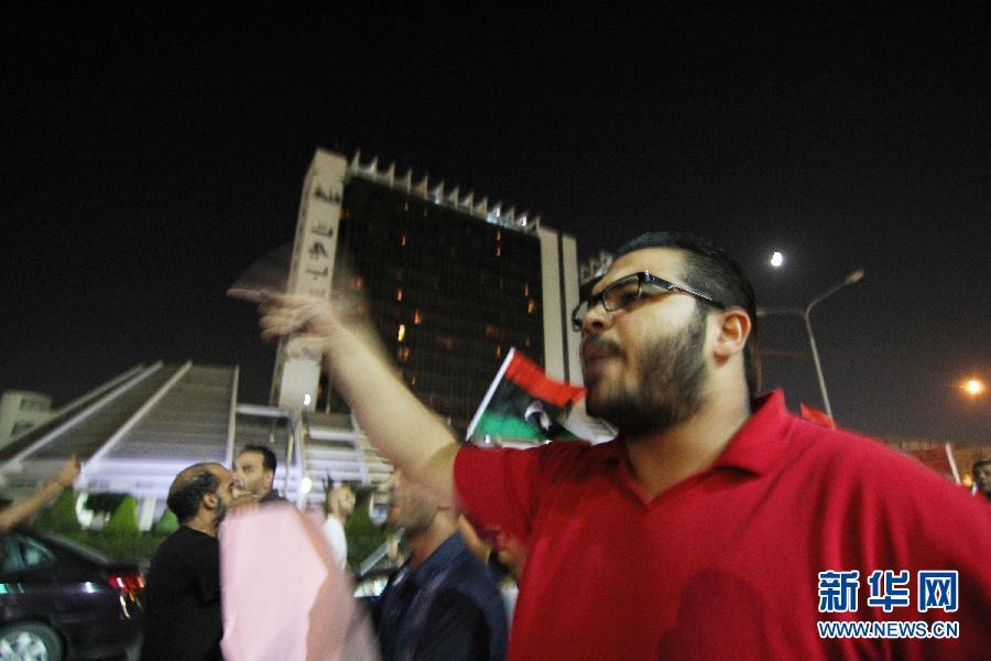利比亚班加西街头举行抗议示威活动