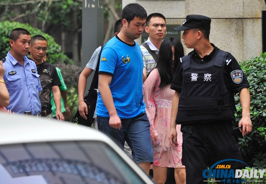 成都成华区发生警匪枪战 2疑犯被制服1人在逃