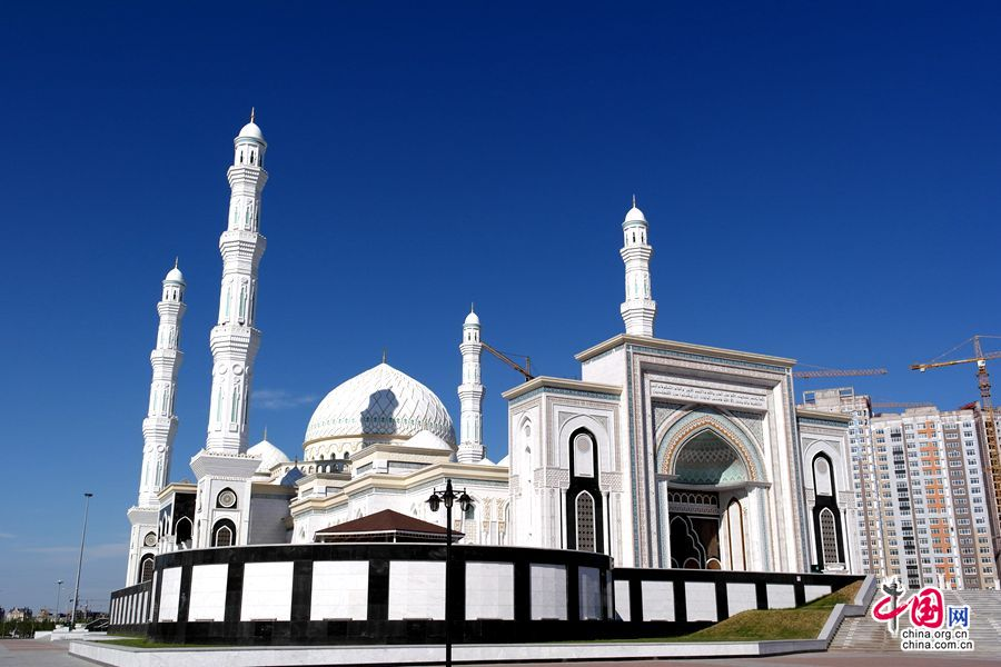 哈萨克斯坦最大清真寺——哈兹拉特苏丹清真寺