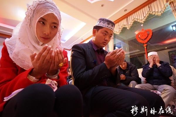 严肃得大气都不敢出,大理穆斯林婚礼像一场考试
