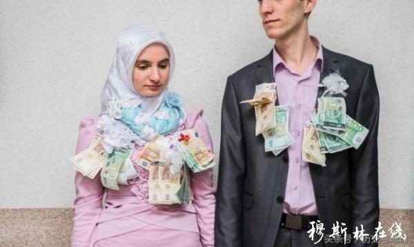 一场欧洲穆斯林婚礼,新娘新郎脖子上挂满钱