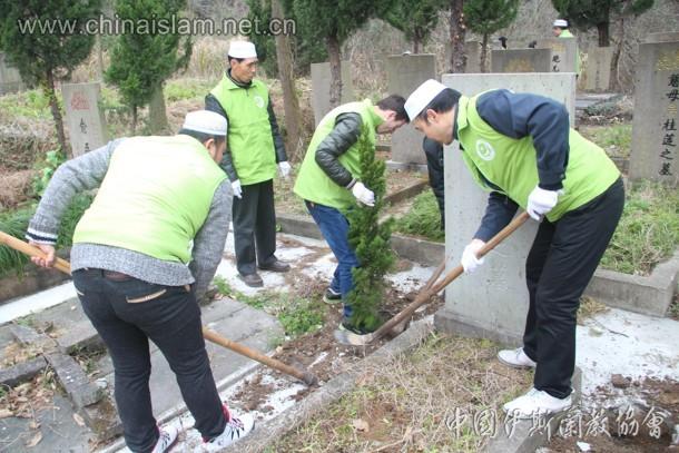 宁波穆斯林志愿者 参加回民公墓植树活动