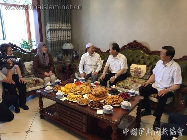 宁夏党委正副书记看望慰问伊斯兰教界人士和穆斯林群众