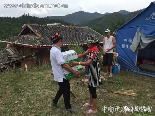 松潘穆斯林自发向九寨沟地震灾区献爱心