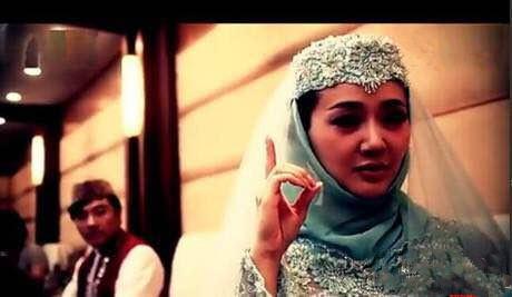 演员张定涵在清真寺皈依伊斯兰,和著名演员王志飞结婚