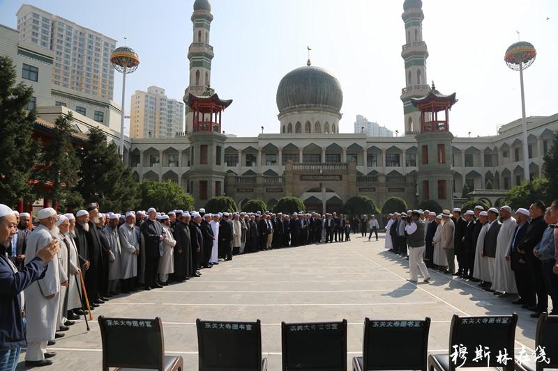 青海循化县各界穆斯林代表到西宁东关清真大寺祝贺马跃祥阿訇任职