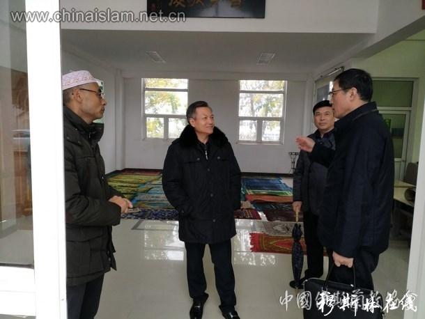 江苏省民宗委副主任何昌林到镇江调研伊斯兰教工作
