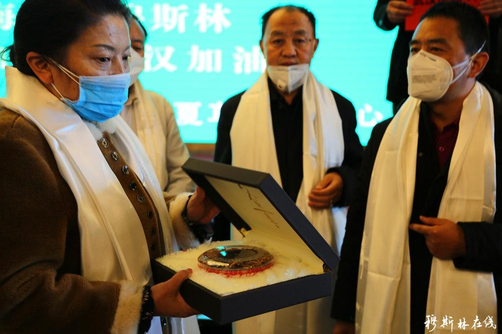 青海虫草人向新冠肺炎防控专家捐赠价值160万元的冬虫夏草