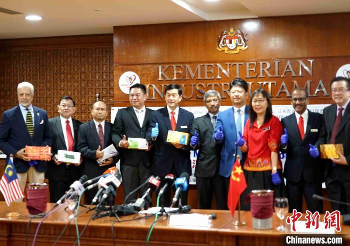 武汉!马来西亚挺你:马来西亚向中国捐赠1800万个医疗手套支援武汉
