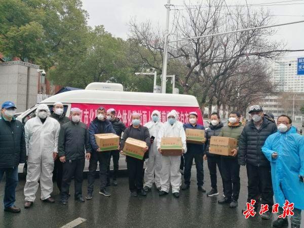 山西援汉医护人员想吃面食,青海化隆小伙送来1200包牛肉水饺